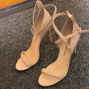 Chinese Laundry nude 4 inch heels 8 or 38.5